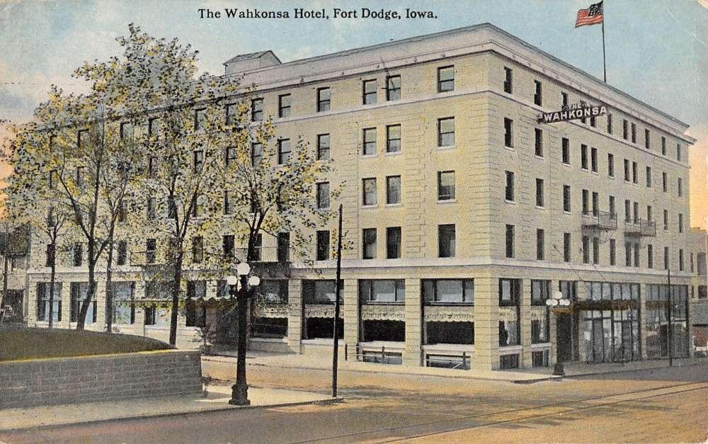 Fort Dodge Iowa Wahkonsa Hotel Exterior Street View Antique Postcard K25280