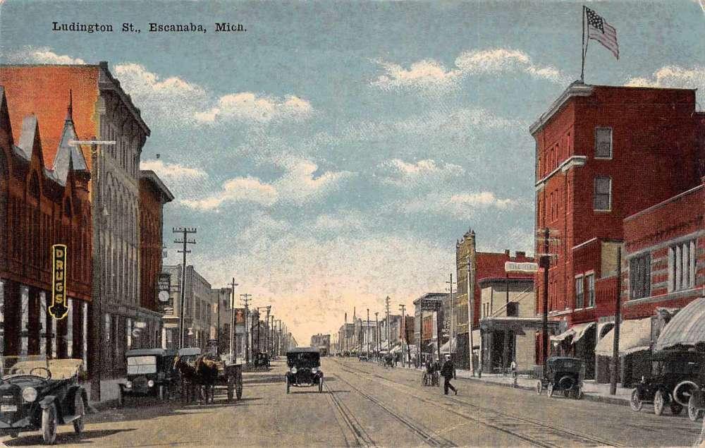 File:1307 Ludington Street, Escanaba, Michigan..JPG